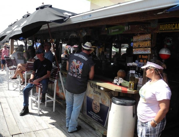 The outside bar at Archie