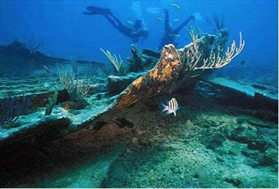 Divers on Mandalay shipwreck at Biscayne National Park